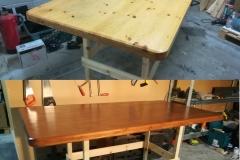 Massiivimäntyisen ruokapöydän kannen värinmuutos toteutettiin poistamalla kellastunut lakka, petsaamalla pinta pähkinäpuun värisellä petsillä ja viimeistelemällä värittömällä lakalla.