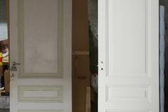 Kylpyhuoneen ovi 1920-luvulla rakennetusta talosta. Pintakäsittelyn uusimisen lisäksi oveen on vaihdettu lukko ja tehty lukon vaihdon edellyttämät puukorjaukset.